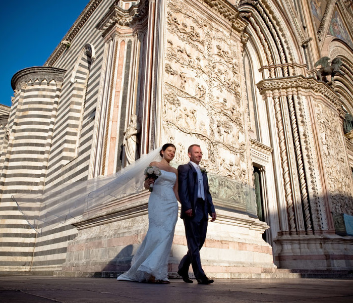 Wedding photographer in Orvieto, Church S. Giovenale